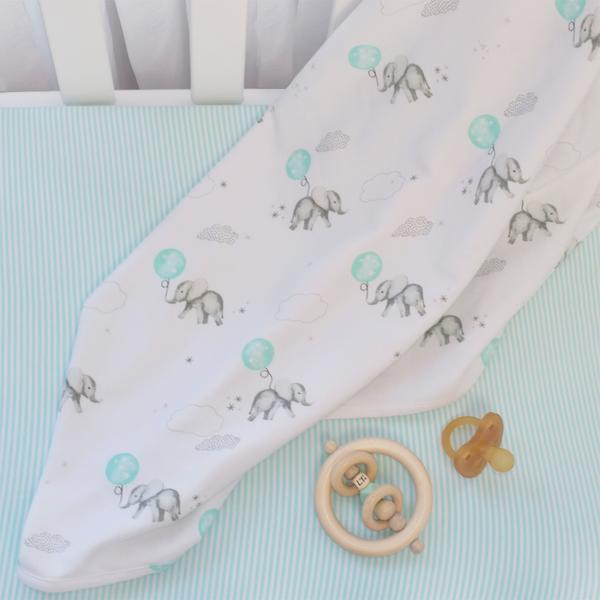 Dream-big-swaddle-wrap-and-bassinet-fitted-sheet-lifestyle-grande